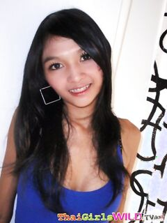Брюнетка-азиатка с маленькой грудью и волосатым лобком