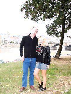 Ебля и минет с развратной блондинкой на улице в парке