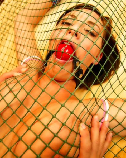 Красивая извращенка любит необычный секс в формате БДСМ