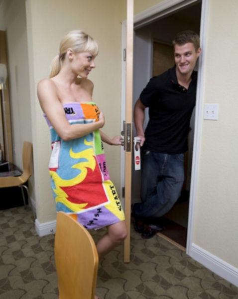 Спортивная блондинка захотела траха и бесплатно отдалась в отеле