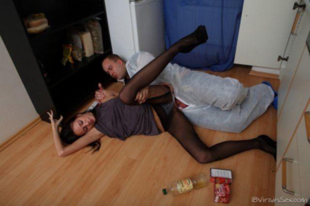 Красивая русская малолетка в колготах и секс по принуждению