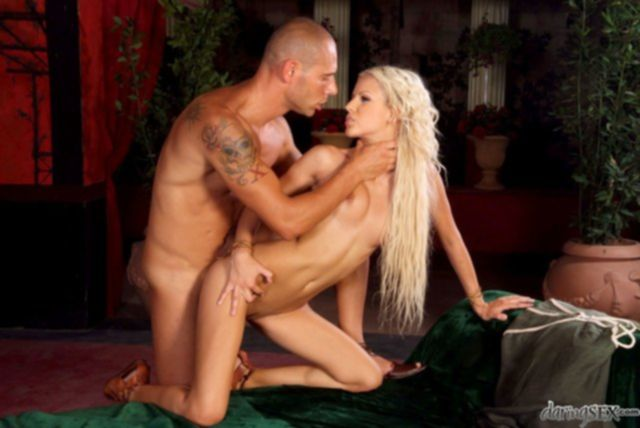 Обычная ебля красивой пары выглядела как порно картинка.