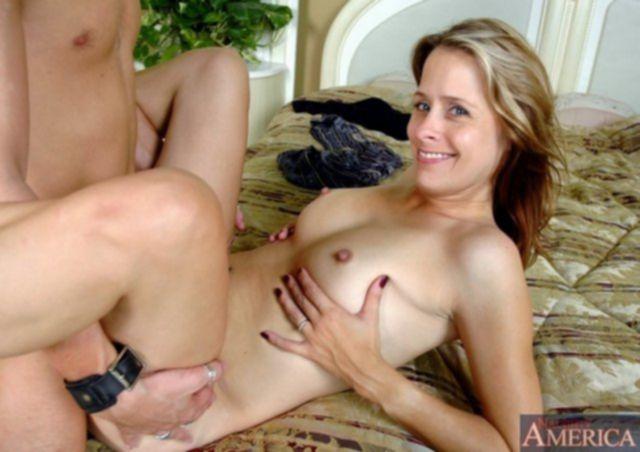Взрослые бабы с привлекательными аппетитными жопами стонут во время секса