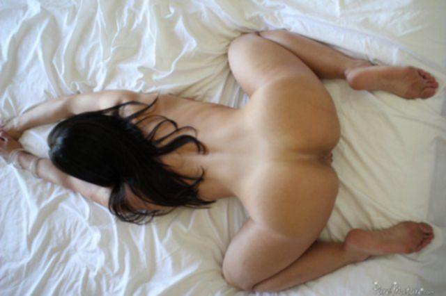 Грудастую домохозяйку нежно целует и быстро трахает