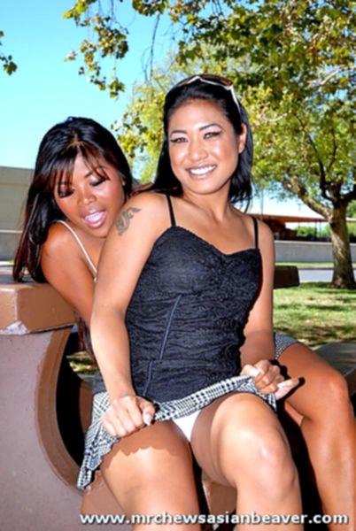 Две девки азиатки отлично прыгают на хуе на порно кастинге