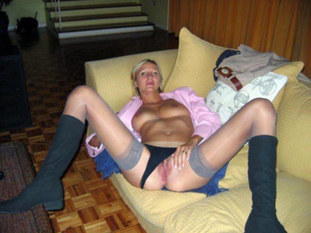 Пухлые домохозяйки и нудистки позируют для личных фото