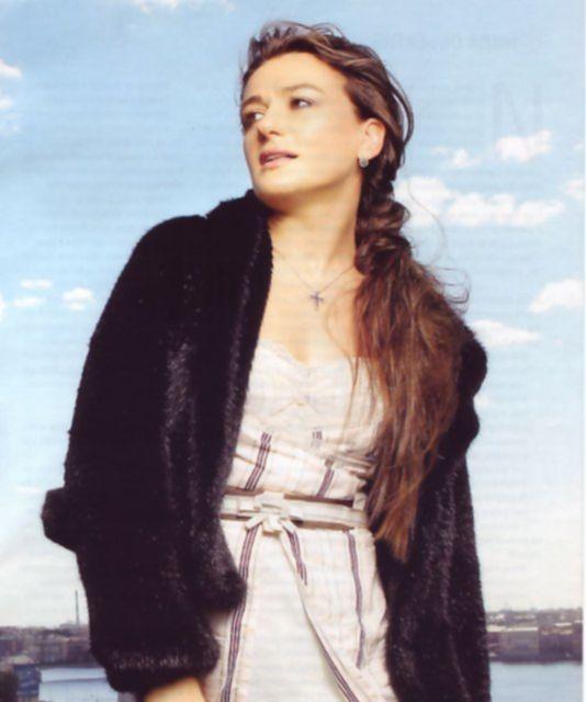 Голая знаменитость Анастасия Мельникова позирует без одежды