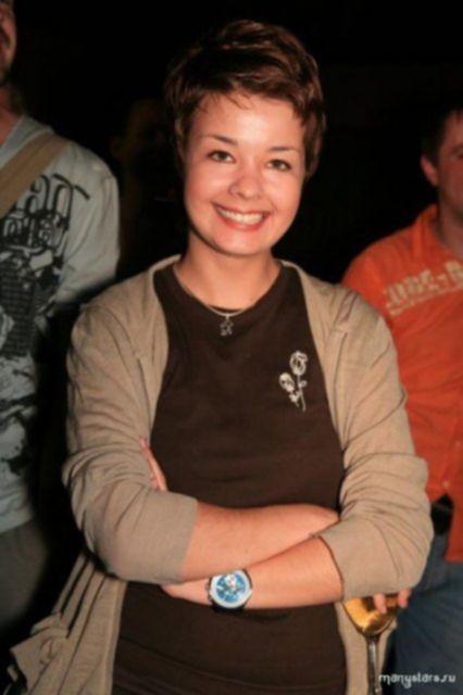 Русская знаменитость Юлия Захарова сексуально позирует на фото голой