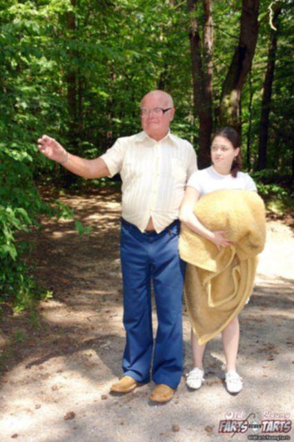 Красивая внучка ебётся в инцесте на природе с дедом