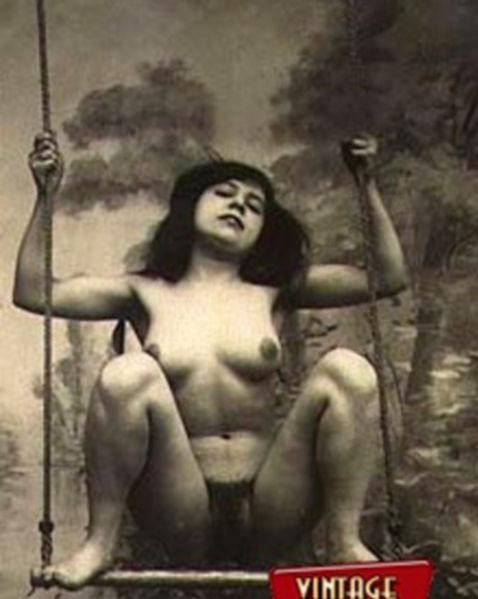 Ретро фото красавицы делающей минет и занимающейся сексом в киску