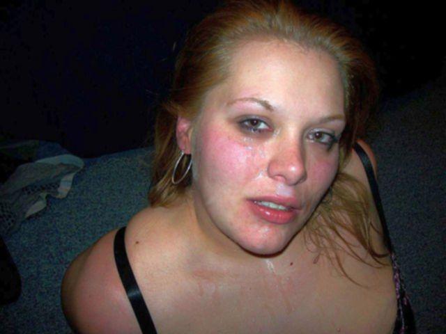 Сперма после эякуляции брызнула на лицо соблазнительным девушкам