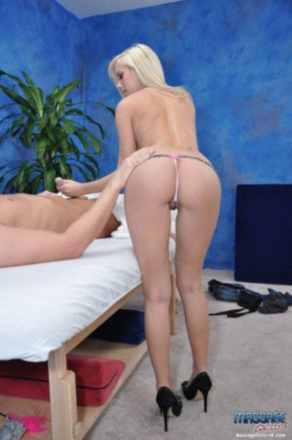 Сексуальные массажисты и массажистки ебутся с клиентами