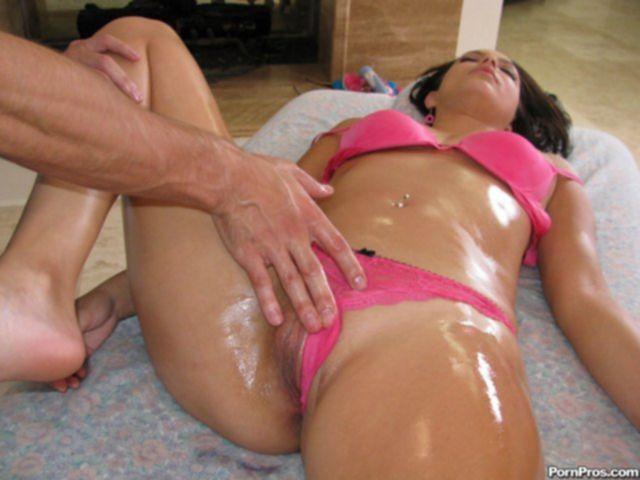 Эротический массаж возбудил худую малолетку